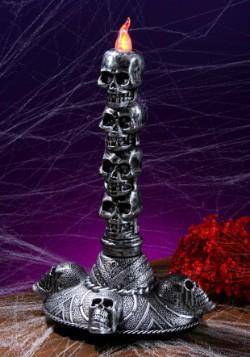 Torre de candelabro pequeña de pila de calaveras