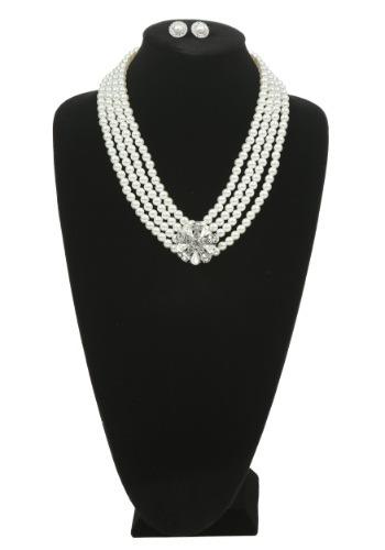 Juego de collar y aretes con perlas y prendedor