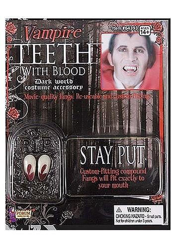 Dientes de vampiro con sangre