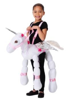 Los niños montan un disfraz de unicornio1