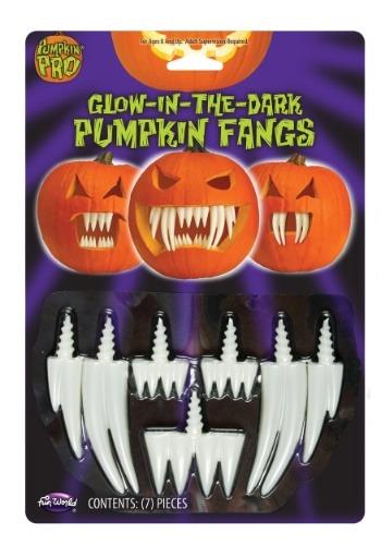 Colmillos de calabaza que brillan en la oscuridad