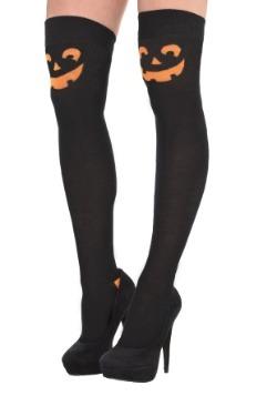 Calcetines de calabaza sobre la rodilla